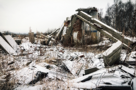The remains of destroyed houses covered with snow Imagens