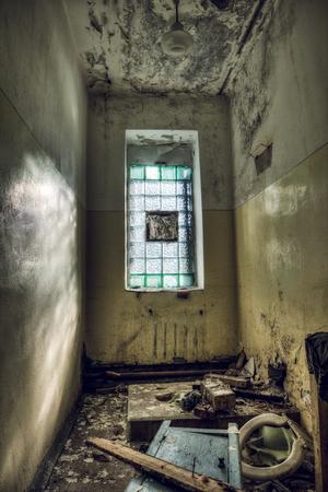 Zerstört Bad In Einem Verlassenen Hotel Lizenzfreie Fotos, Bilder ...