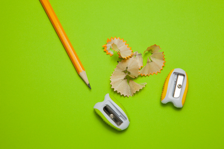Sharpeners and pencil on green background, top view Imagens