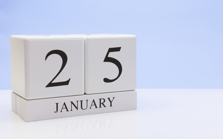 January 25st. Day 25 of month, daily calendar on white table with reflection, with light blue background. Winter time, empty space for text Stock Photo - 116773744