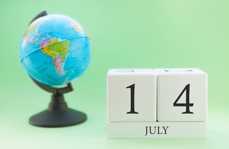 Planner wooden cube with numbers, 14 day of the month of July, summer Archivio Fotografico