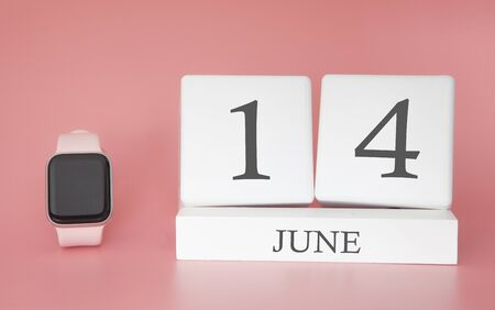 Modern Watch with cube calendar and date 14 june on pink background. Concept summer time vacation. 스톡 콘텐츠