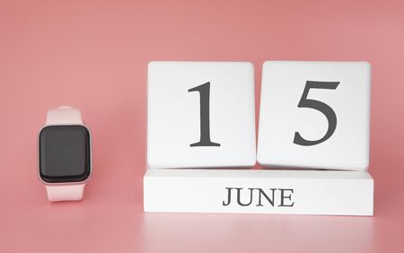 Modern Watch with cube calendar and date 15 june on pink background. Concept summer time vacation. 스톡 콘텐츠