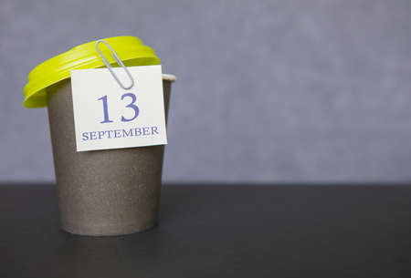 Coffee paper cup with calendar dates for September 13, Fall season. Time for relaxing breaks and vacations. Standard-Bild