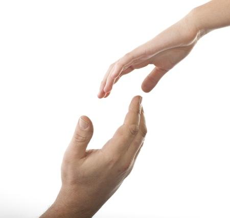 caring hands: Helpende hand, neemt mannelijke hand jonge vrouwelijke hand Stockfoto