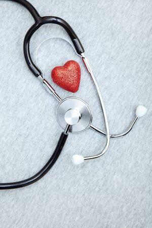 Medical Stethoskop und Herz auf einem strukturierten Hintergrund Standard-Bild - 12742985