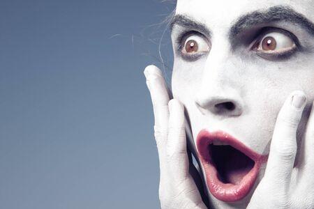 Mann mit weißem Make-up Ausdruck Schock Standard-Bild - 15408323