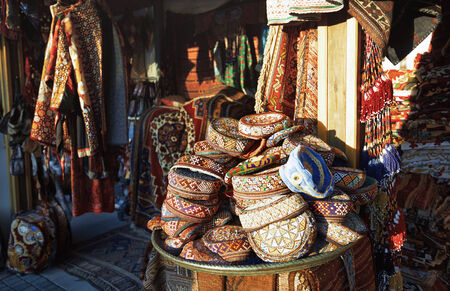 Gift shop at the street market in Istanbul. Turkey Imagens