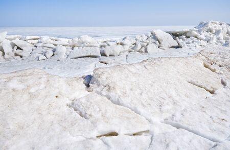Winter landscape - melting ice Standard-Bild