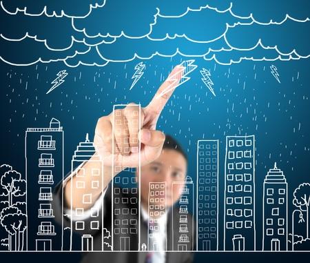uomo sotto la pioggia: L'uomo d'affari disegno di vita della città con il duro tempo pioggia a mano