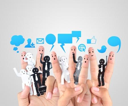улыбаться пальцами символ социальной сети