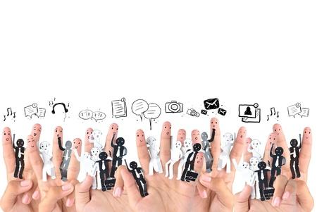 비즈니스 소셜 네트워크의 상징에 손가락을 미소