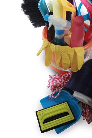 lavar platos: productos de limpieza aislados en blanco
