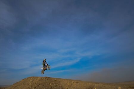 motociclista: Motorcyclist athlete to compete in motocross jumping