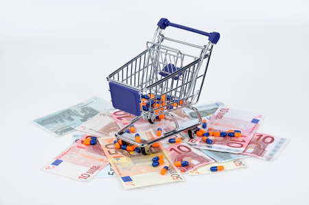 banconote euro: banconote e pillole colorate Archivio Fotografico