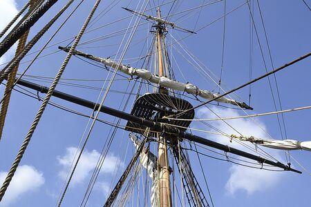 rigging: Mast and sailboat rigging