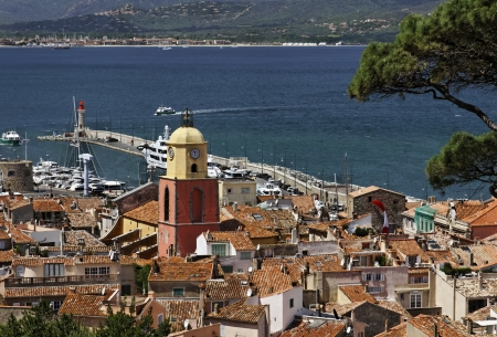 Saint Tropez, look on Gulf of St Tropez with parish church, Cote d Azur, Cote dAzur, French Riviera, Southern France, Europe