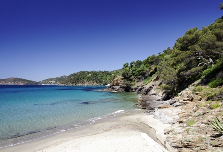 d���azur: Sandy bathing bay near Canadel-sur-Mer, Cote d Azur, French Riviera, Provence, Southern France, Europe Stock Photo