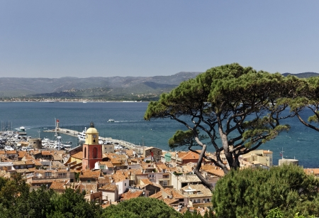 d���azur: Saint Tropez, look on Gulf of St Tropez with parish church, Cote d Azur, French Riviera, Southern France, Europe Stock Photo