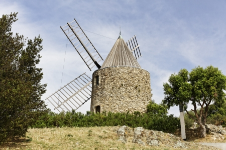 17th century: Grimaud, 17th century Saint Roch s windmill, Moulin de la Gardiolle, Moulin St Roch , Cote d�Azur, Southern France, Europe Stock Photo