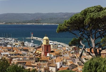 Сен-Тропе, посмотрите на залив Сен-Тропе с приходской церкви, французской Ривьере, на юге Франции