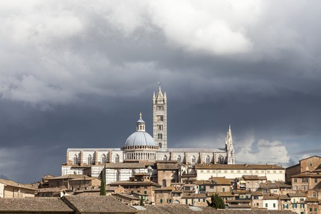 cattedrale: Siena Cathedral Cattedrale di Santa Maria Assunta with old town Tuscany Italy