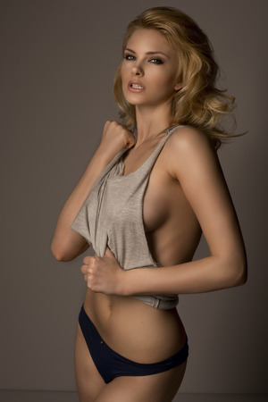 ファッション: セクシーな金髪ファッション女性