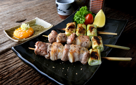 Butabara yakitori or Japanese bacon pork grill with salt and sauce serve in izakaya restaurant. Archivio Fotografico