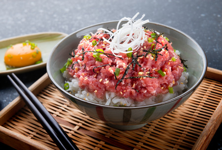Ground raw tuna and onion with rice in Japanese style call nekitoro don set in bowl ready to serve. Banco de Imagens - 98405653