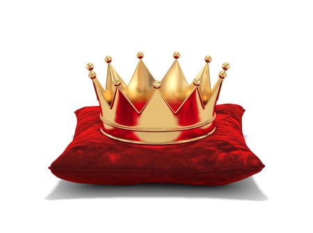 Gouden kroon op rood fluweelhoofdkussen dat op wit wordt geïsoleerd. 3D-rendering Stockfoto