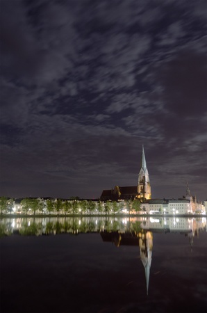 Nightly view over the Pfaffenteich to the Schwerin Cathedral