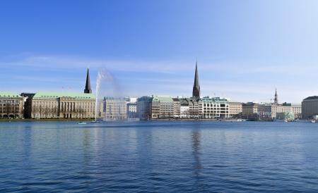 hamburg: The Binnenalster in Hamburg on a sunny spring day