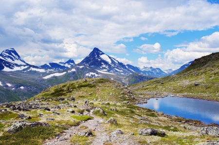 jotunheimen national park: Mountain lake in Jotunheimen National Park in Norway