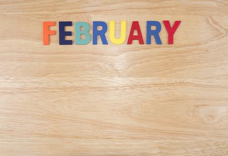ウッド背景 (月名単語シリーズ) に木製文字で「2 月」の年で単語スペル月 写真素材