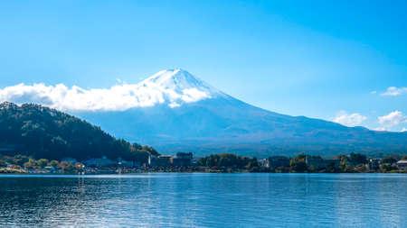 Fuji Mountain with lake and tree over blue sky and cloud at Kawaguchiko Lake, Yamanashi, Japan 版權商用圖片