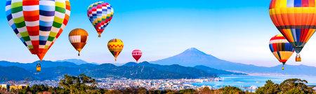 Panorama landscape of Mt. Fuji / Fuji Mountain and Shimizu Industrial Port with colorful hot air balloon over blue sky at Nihondaira, Shizuoka, Japan 版權商用圖片