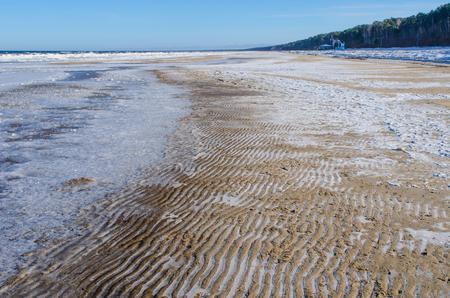 ユールマラの砂浜ビーチ、ラトビアのリガ湾のリゾート町 写真素材