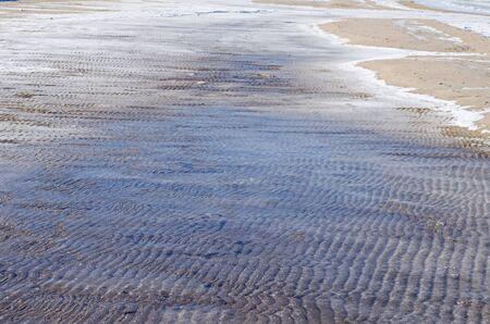 冷凍砂丘バルト海の海岸で