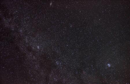 星空を眺めにメデューサの頭を保持している英雄ペルセウスの星座 写真素材