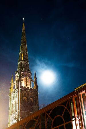 Gothic view of Coventry Cathedral with moon light, Midlands, UK 免版税图像