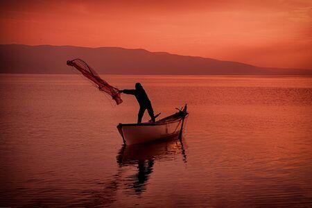 Fisherman working in famous lake in uluabat at Golyazi, Bursa, Turkey Banque d'images