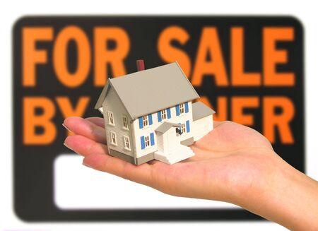 Een foto met een huis te koop thema Stockfoto
