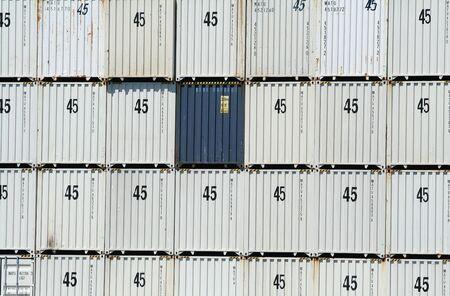 seafreight: Contenedores de transporte mar�timo de carga Foto de archivo