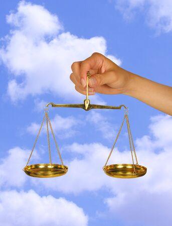 trial balance: Mujer celebraci�n escala de equilibrio