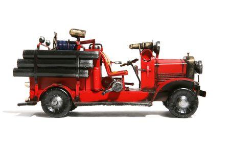 coche de bomberos: Un viejo cami�n de bomberos de �poca m�s aisladas en blanco Foto de archivo