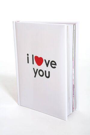 curare teneramente: Un piccolo libro con I Love You stampata sulla copertina