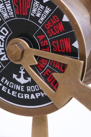 telegraaf: Een telegraaf schepen op volle snelheid vooruit
