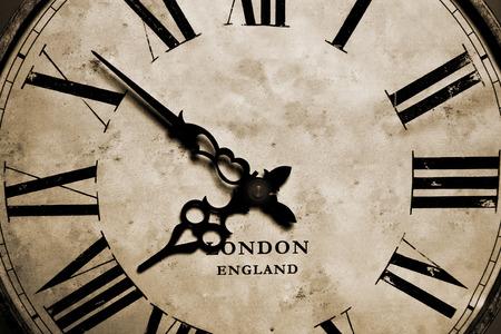 numeros romanos: Un viejo reloj de abuelo antiguos vintage close-up