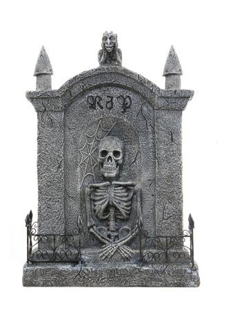 tumbas: Un Halloween de miedo l�pida aislado durante un fondo blanco Foto de archivo