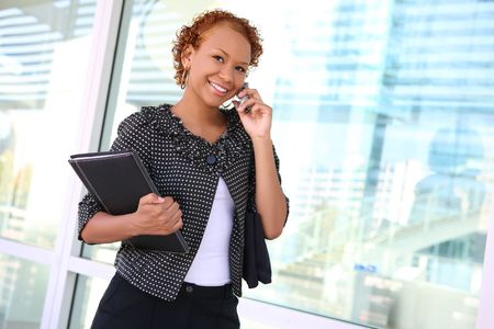 A pretty african american business woman on the cell phone Archivio Fotografico
